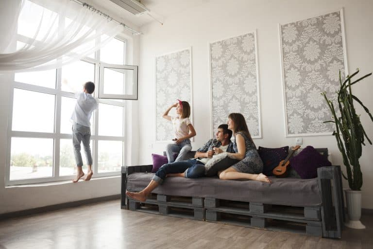 אנשים מרוצים מהבית החכם שלהם
